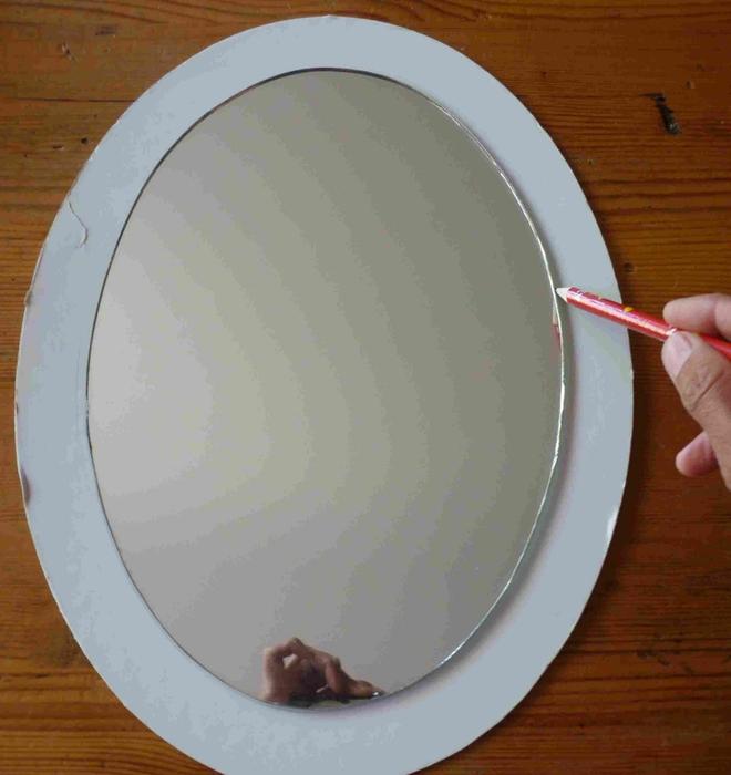 Рамка из картона для зеркала