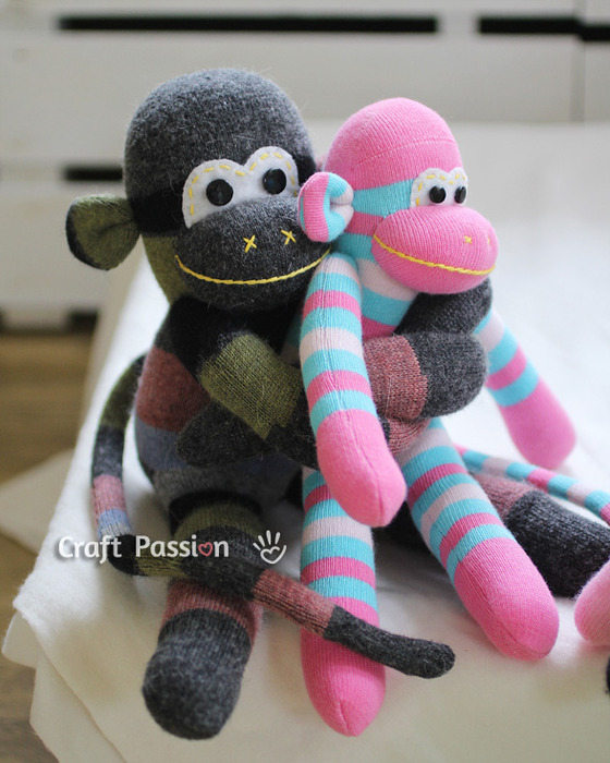 sock-monkey-hug-2 (560x700, 125Kb)
