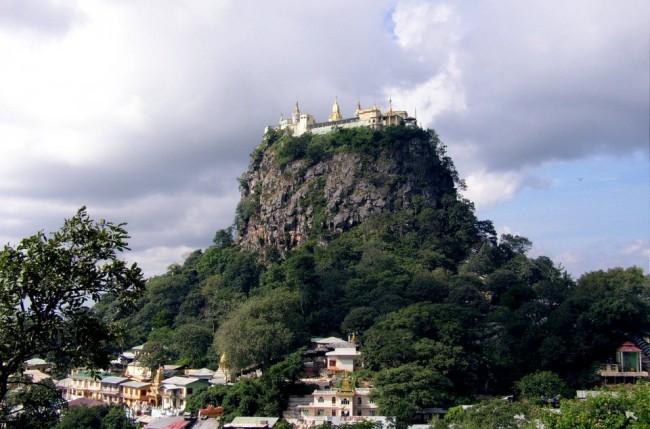 монастырь на вулкане.bmp5 (650x429, 83Kb)