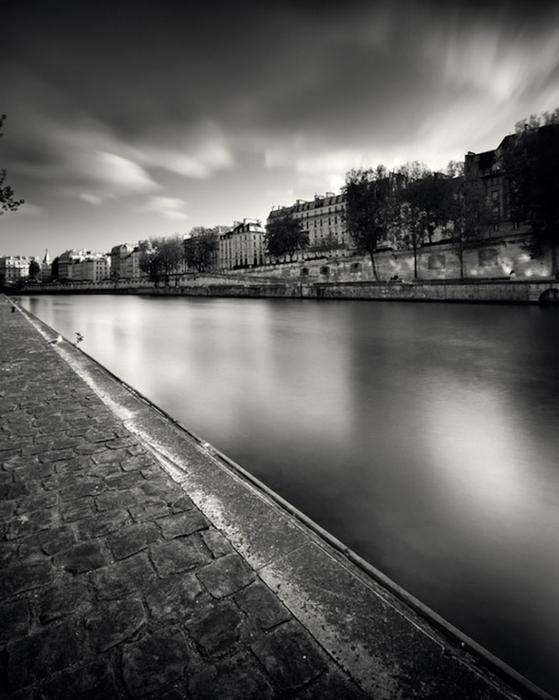 Черно-белые фото парижа Damien Vassart 15 (559x700, 227Kb)