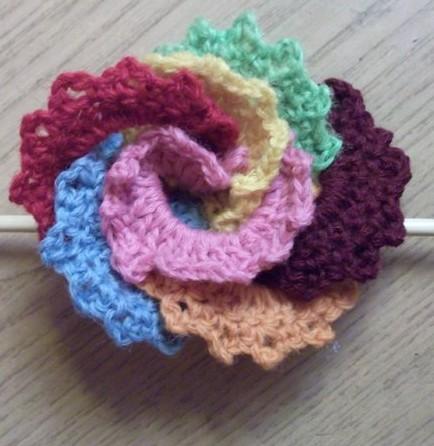 Красивый вязаный  цветок из остатков ниток крючком-для украшений/4683827_20120504_182106 (434x446, 50Kb)