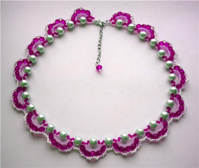 Если вы решили осваивать бисероплетение ожерелья, то этот простой Цветочное колье из бисера, схема бисероплетения...