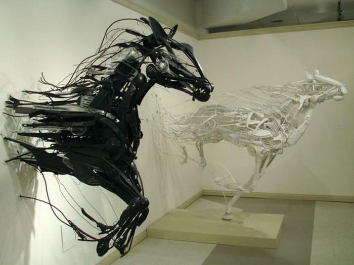 Красивые скульптуры из мусора 7 (700x525, 73Kb)