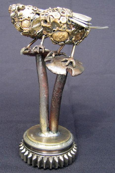 Красивые скульптуры из мусора 17 (465x700, 307Kb)