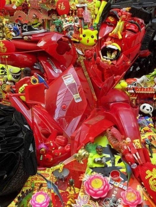 Красивые скульптуры из мусора 42 (525x700, 468Kb)