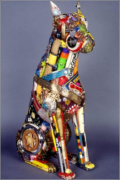 Красивые скульптуры из мусора 64 (466x700, 322Kb)