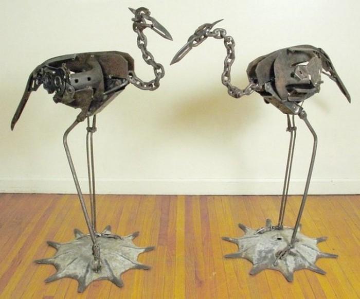 Красивые скульптуры из мусора 66 (700x581, 76Kb)