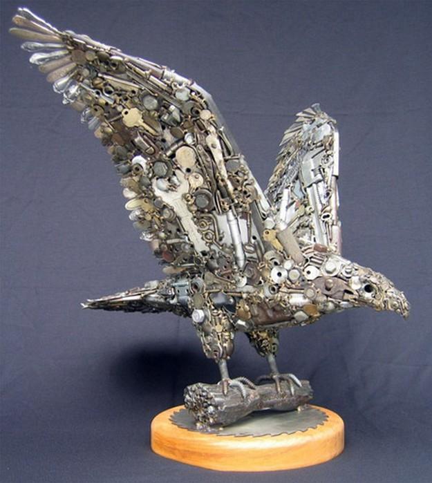 Красивые скульптуры из мусора 76 (625x700, 102Kb)