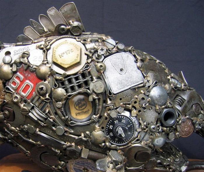 Красивые скульптуры из мусора 91 (700x590, 120Kb)