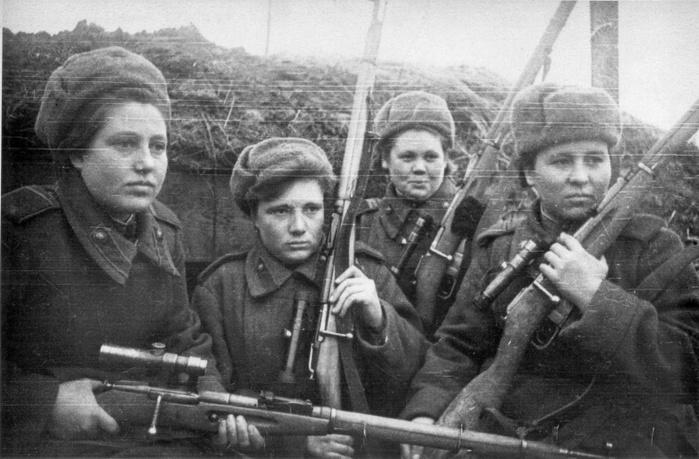 female_russian_snipers_1944_2.cg1cxajzui8sg00ocgc0koo8s.ejcuplo1l0oo0sk8c40s8osc4.th (700x459, 128Kb)