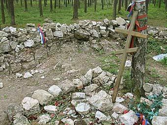 Вандалы на захронении узников Саласпилса (340x255, 31Kb)