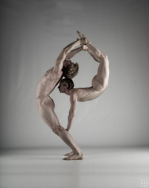 Pilobolus Dance Theatre - photo by John Kane (Театр танца Пилоболус - фотограф Джон Кейн)/1336401707_02 (500x629, 39Kb)