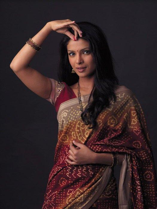 priyanka-chopra-in-saree-wallpaper1 (525x700, 62Kb)
