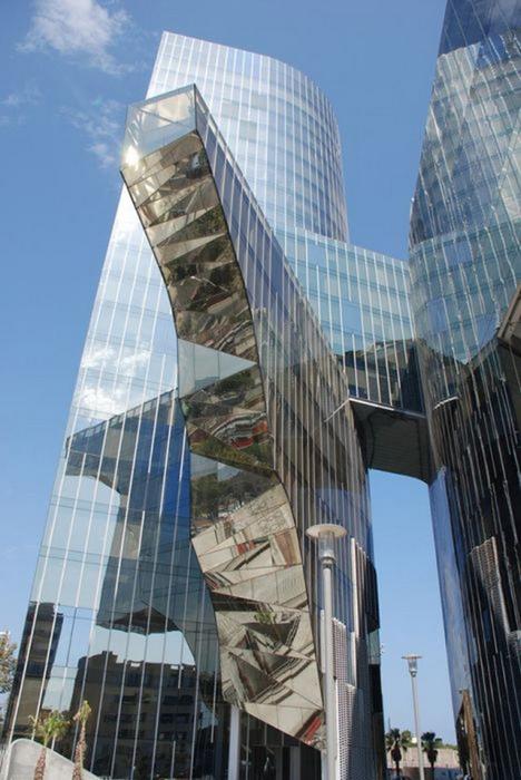 Необычные здания со всех уголков света 5 (468x700, 320Kb)