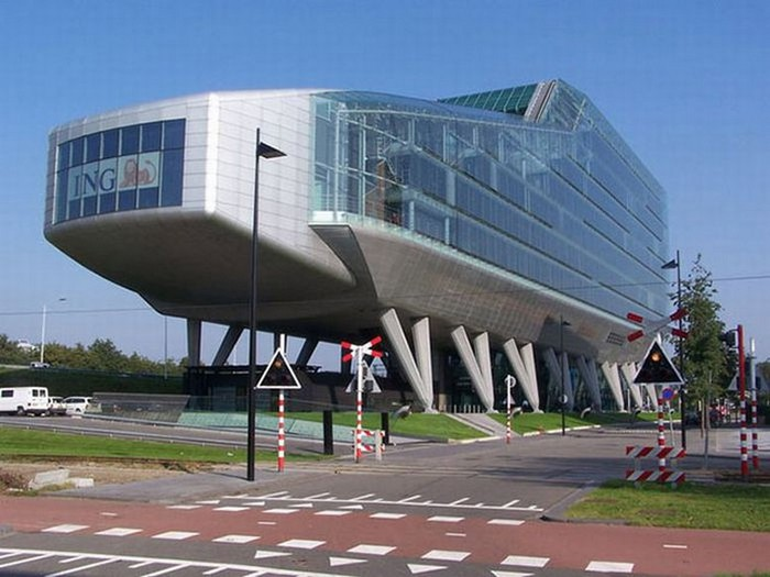 Необычные здания со всех уголков света 32 (700x525, 81Kb)