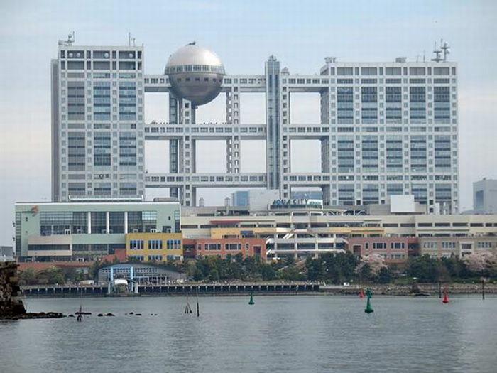 Необычные здания со всех уголков света 55 (700x525, 85Kb)
