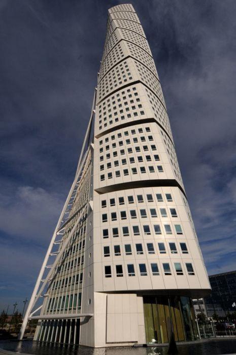 Необычные здания со всех уголков света 66 (465x700, 267Kb)