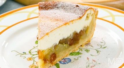 Творожный пирог с яблоками и изюмом