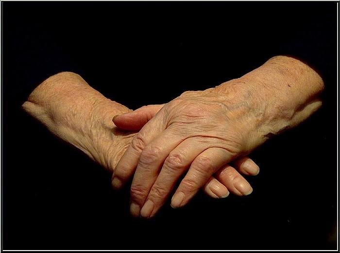 мамины руки (700x522, 55Kb)