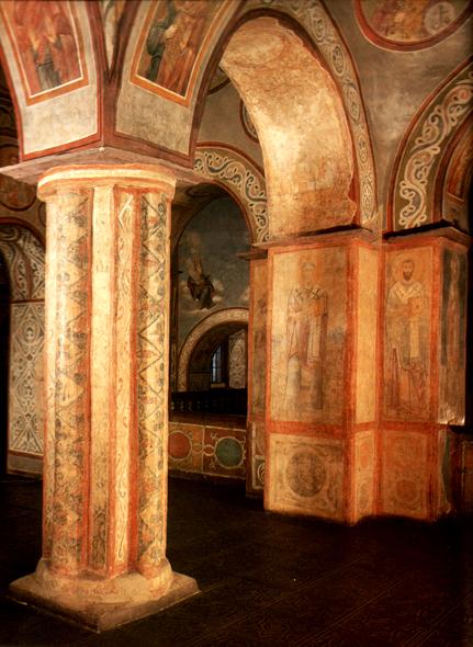 Собор Софии Киевской является государственным музеем-заповедником, в нем запрещено проводить богослужения.