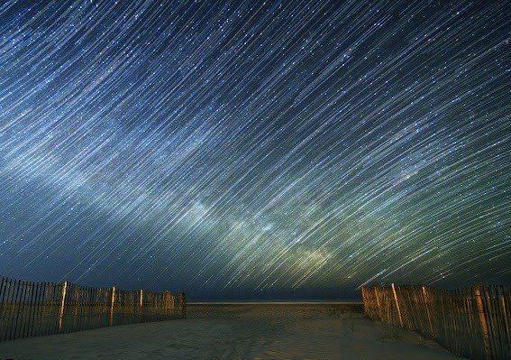 Млечный Путь над Атлантическим океаном. Снято весной в округе Монмут, штат Нью-Джерси, США. (567x399, 80Kb)