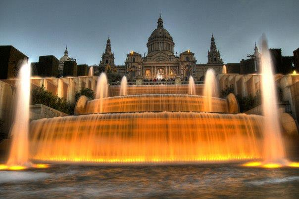 Национальный дворец и фонтан на холме Монжуик, Барселона, Испания (604x403, 37Kb)