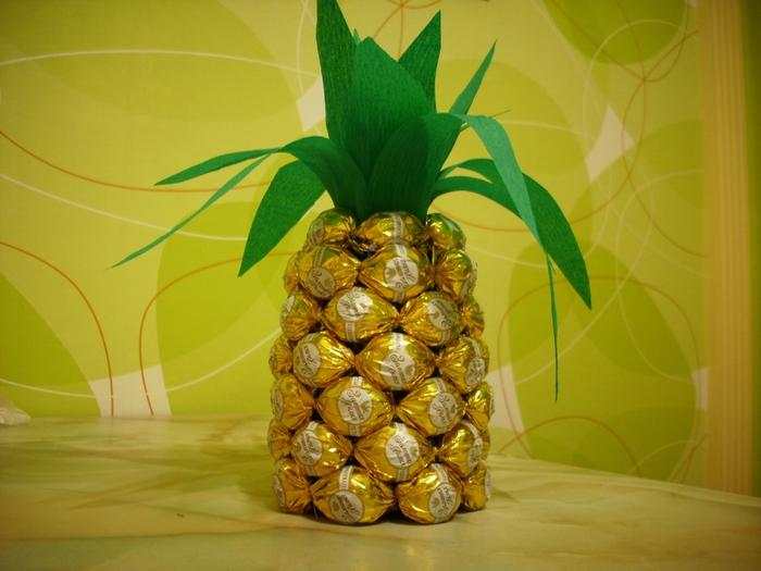 Поделки ананас из конфет 9