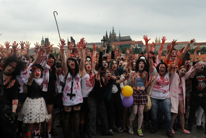 Zombies_in_Prague_Pixanews.com-13-680x455 (680x455, 82Kb)