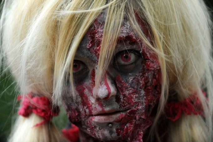 Zombies_in_Prague_Pixanews.com-15-680x452 (680x452, 82Kb)