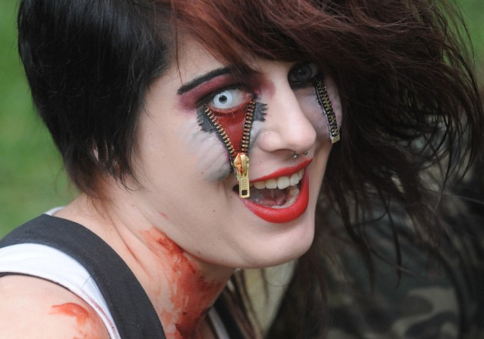 Zombies_in_Prague_Pixanews.com-17-680x476 (680x476, 63Kb)