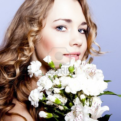 12536362-happy-young-smiling-woman-with-flowers (400x400, 46Kb)