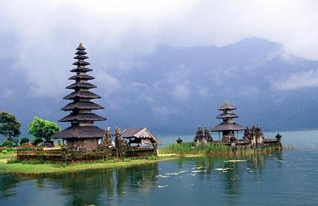 DPS-Bali-Lake-Bratan-Temple (450x292, 21Kb)