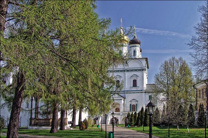 Успенский собор Иосифо-Волоцкого монастыря/3673959_2 (700x464, 302Kb)