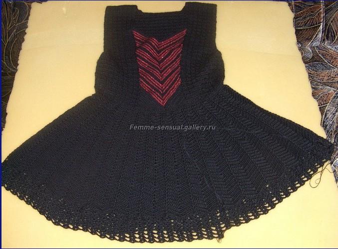 """Платье """"Кармен"""",связанное крючком для девочки-широкая юбочка с кружевами,отделанная мотивами /4683827_20120516_153015 (677x500, 110Kb)"""