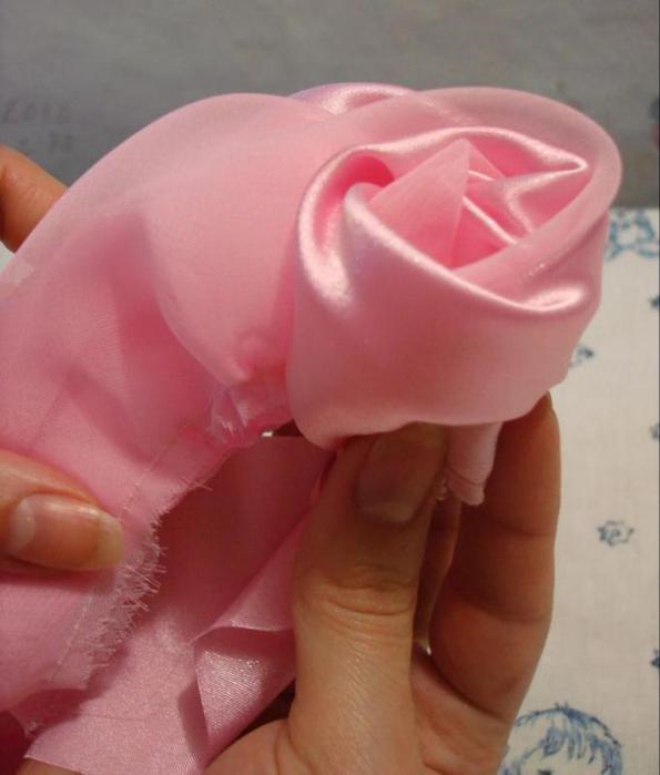 Как сделать розу из ткани своими руками мастер класс
