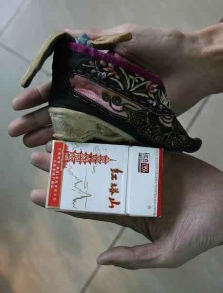 UncomfortableShoes8 (457x600, 36Kb)
