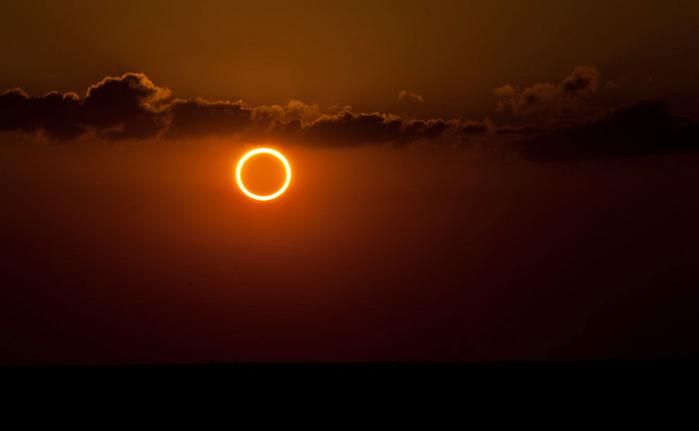 Кольцеобразное солнечное затмение вчера  20 мая
