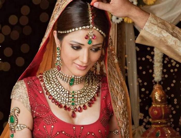 Портретные фото невест из Индии 33 (700x536, 93Kb)