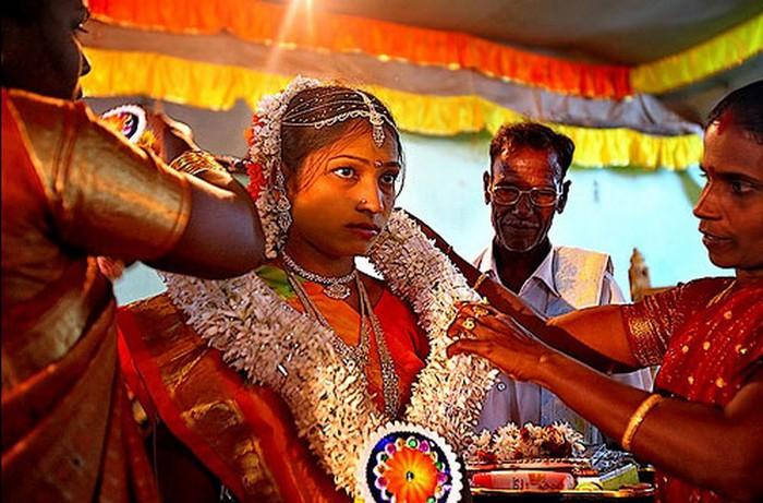 Портретные фото невест из Индии 48 (700x461, 108Kb)