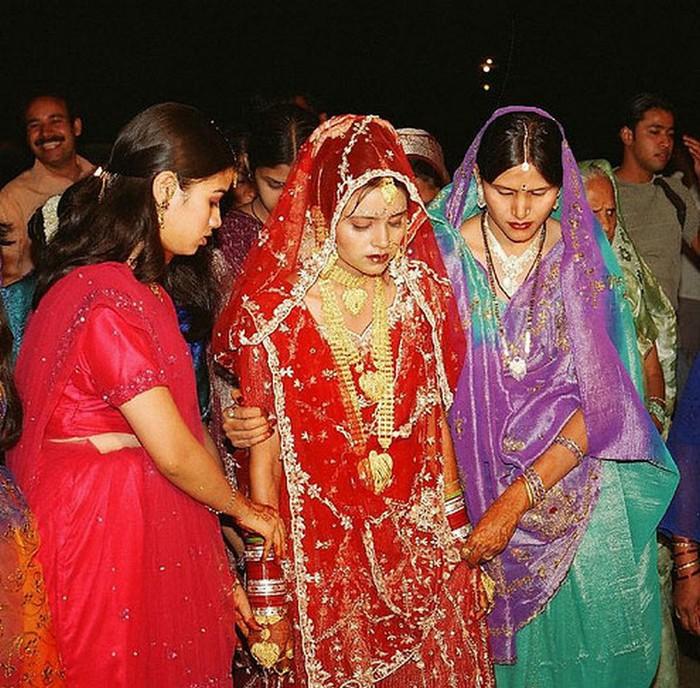 Портретные фото невест из Индии 66 (700x688, 169Kb)