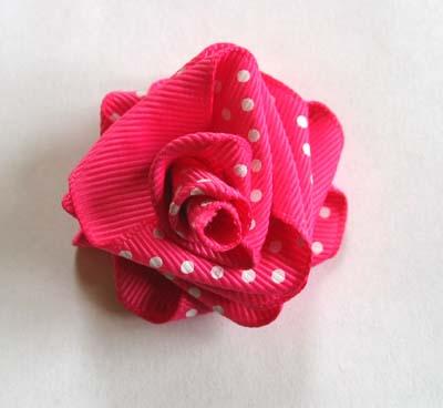 Розы из лент своими руками.  Как сделать розу из ленты.
