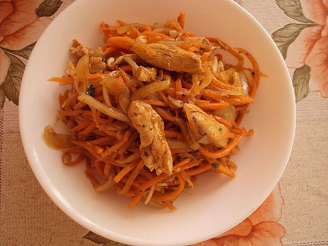 Салат с курицей и корейской морковью и болгарским перцем рецепт