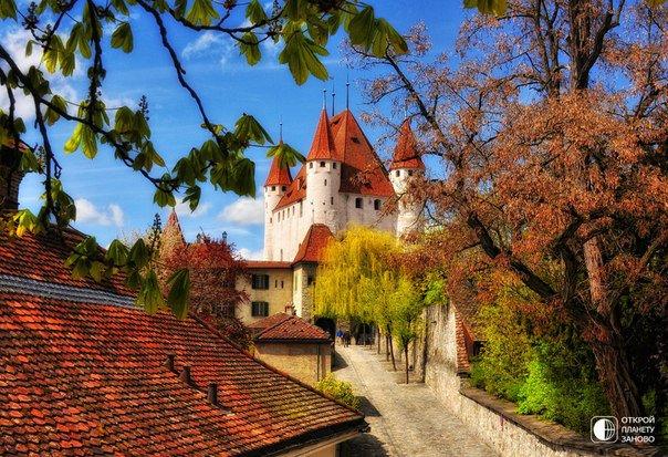 Замок Шлоссберг в Австрии, в городе Грац. В переводе Шлоссберг означает «замковая гора». Замок ни разу не был захвачен до 1809 года (604x413, 102Kb)