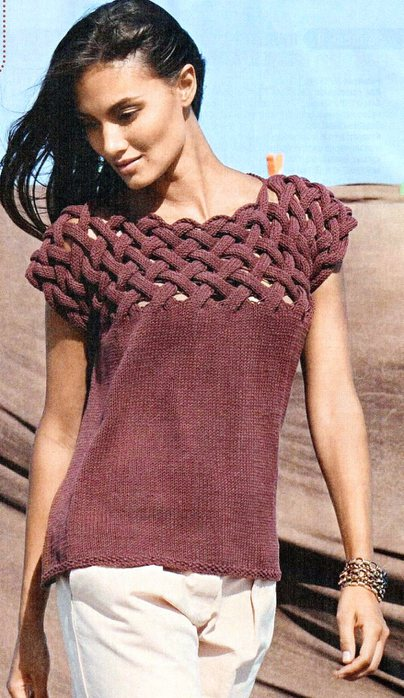 Пуловер с плетеной кокеткой