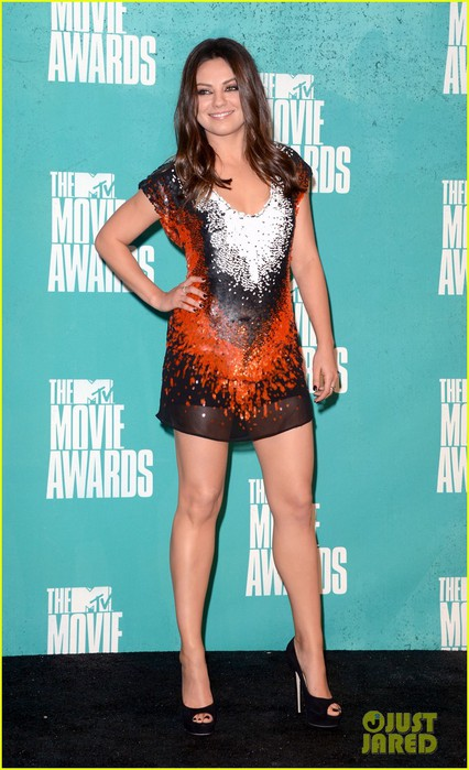 mila-kunis-mtv-movie-awards-2012-08 (426x700, 87Kb)