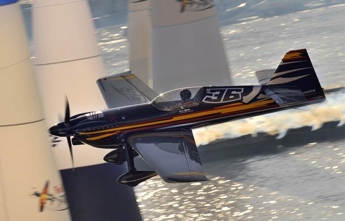 Red Bull Air Race – это гонки (700x449, 88Kb)