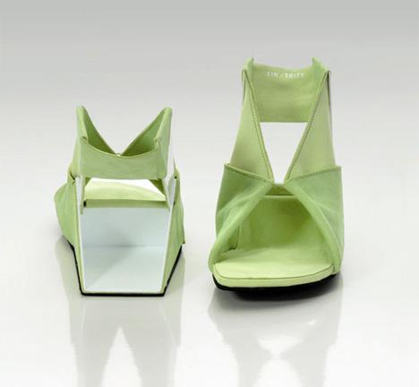 Сумасшедшая обувь2 (468x432, 32Kb)