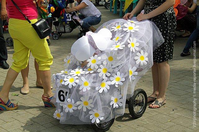 Как можно оформить коляску на парад колясок своими руками