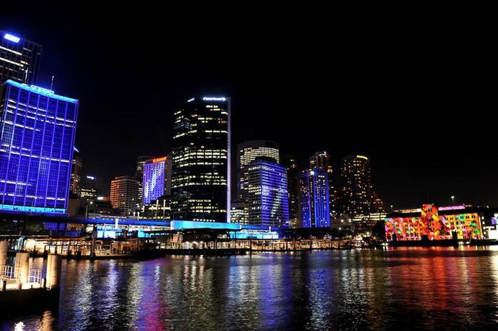 Красочный фестиваль света 2012 в Сиднее 8 (700x464, 95Kb)