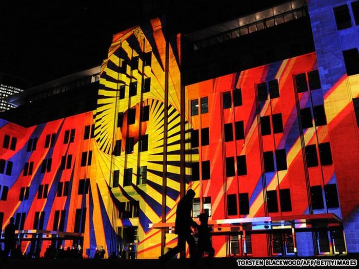 Красочный фестиваль света 2012 в Сиднее 33 (700x525, 120Kb)